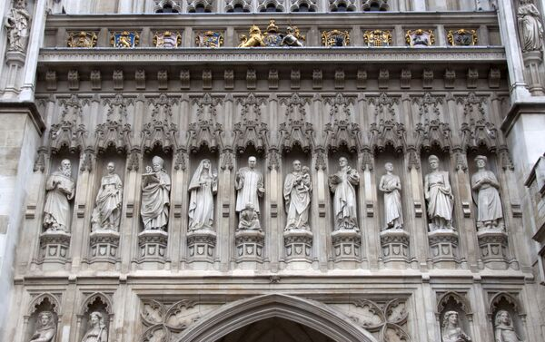 La estatua de Elizaveta Románova (la cuarta a la izquierda) en el muro de Westminster - Sputnik Mundo