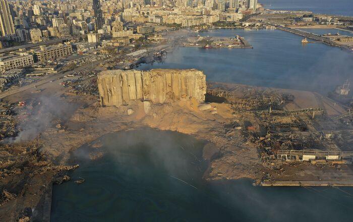 Una imagen de un dron muestra la devastación del puerto marítimo de Beirut, Líbano. 5 de agosto de 2020