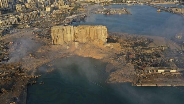 Una imagen de un dron muestra la devastación del puerto marítimo de Beirut, Líbano. 5 de agosto de 2020 - Sputnik Mundo