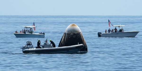Американский пилотируемый корабль Crew Dragon приводнился в Мексиканском заливе - Sputnik Mundo