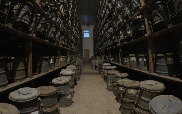 Estanterías llenas de cintas de películas en Piramida - Sputnik Mundo