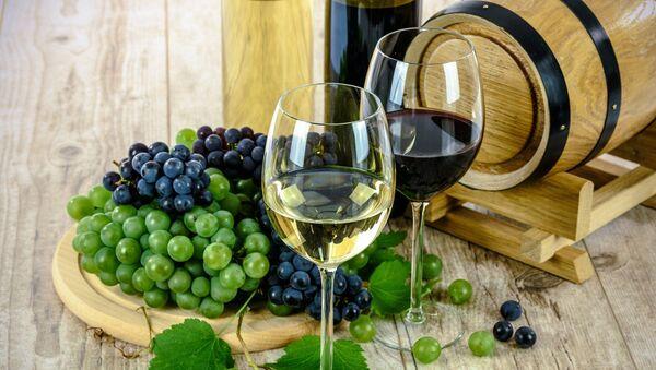 Vino y fruta, referencial - Sputnik Mundo