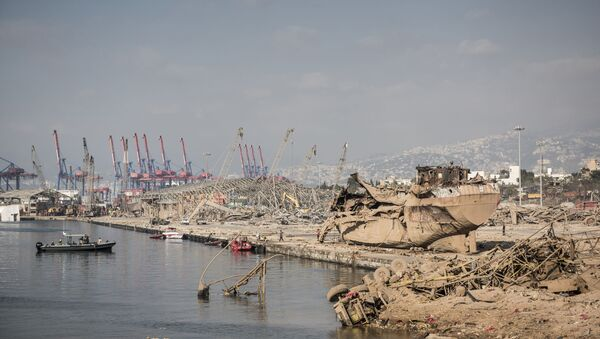 Destrucciones en el puerto de Beirut tras la explosión - Sputnik Mundo