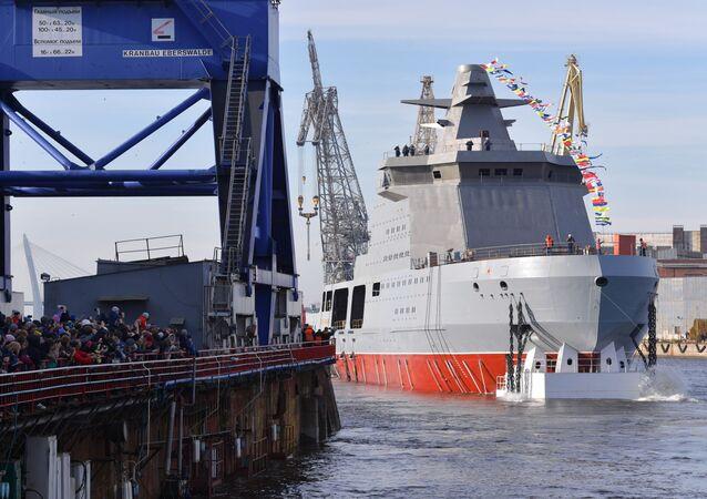 La botadura del buque armado ruso Ivan Papanin en San Petersburgo