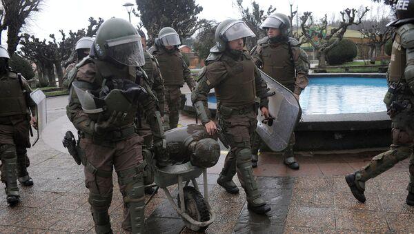 La Policía durante las protestas en Chile - Sputnik Mundo