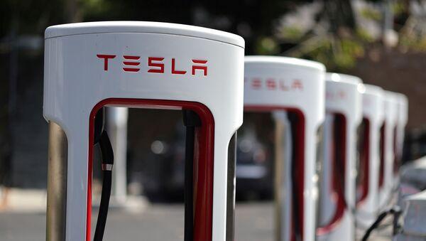 Un estación de recarga de automóviles Tesla - Sputnik Mundo