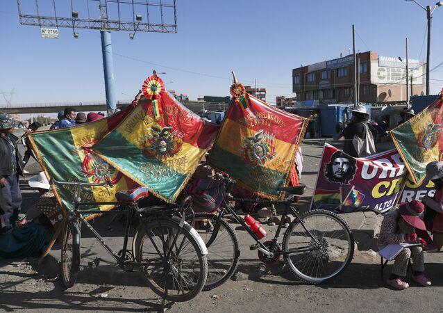Banderas de Bolivia durante una de las manifestaciones contra la postergación de las elecciones de 2020