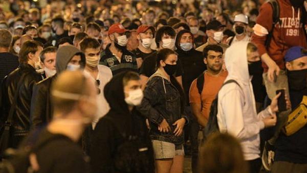 Los manifestantes opositores durante las protestas en Bielorrusia - Sputnik Mundo