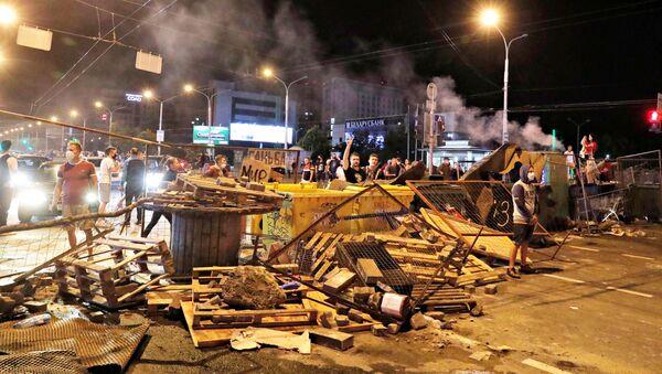 Las barricadas durante las protestas en Bielorrusia - Sputnik Mundo