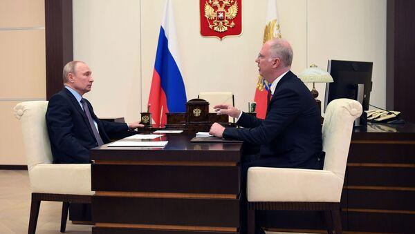 El presidente de Rusia, Vladímir Putin, y Kiril Dmítriev, director ejecutivo del Fondo de Inversión Directa de Rusia (RFPI, por sus siglas en ruso), durante una reunión en junio de 2020 - Sputnik Mundo
