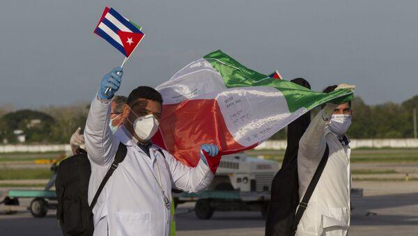 Primer contingente de la Brigada Henry Reeve llega al Aeropuerto Internacional José Martí en La Habana, Cuba luego de cumplir su misión en Italia. 8 de junio de 2020. - Sputnik Mundo