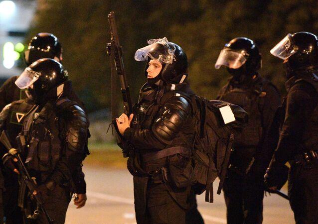 La Policía durante las protestas en Minsk