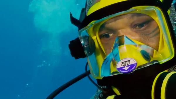 Mike Tyson bucea con tiburones sin jaula de protección - Sputnik Mundo