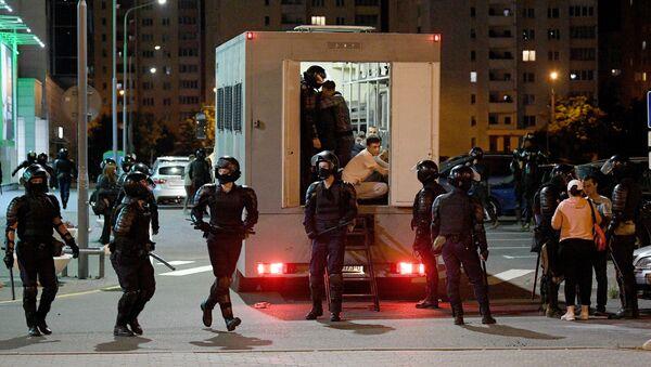 Policía detiene a los manifestantes en Minsk - Sputnik Mundo