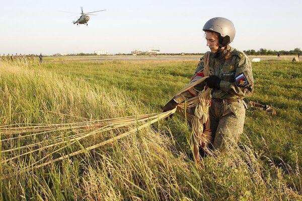 ¿Sexo débil? Las futuras pilotos de las Fuerzas Aeroespaciales rusas rompen estereotipos   - Sputnik Mundo