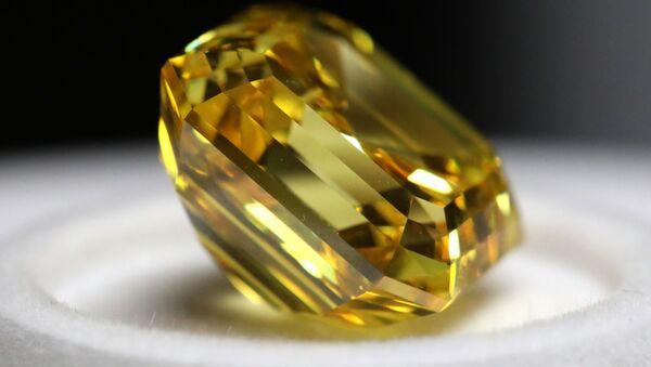 Firebird, uno de los más grandes diamantes amarillos tallados en Rusia - Sputnik Mundo