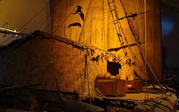 La balsa Kon-Tiki exhibida en el Museo de Oslo, Noruega - Sputnik Mundo