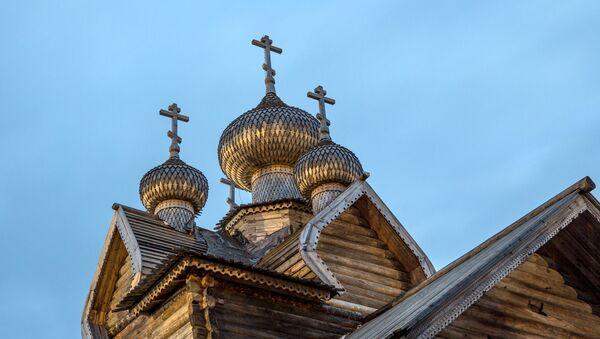 Una iglesia ortodoxa rusa de madera (imagen referencial) - Sputnik Mundo
