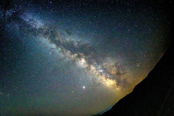 Звездное небо, наблюдаемое в Краснодарском крае во время метеорного потока Персеиды - Sputnik Mundo