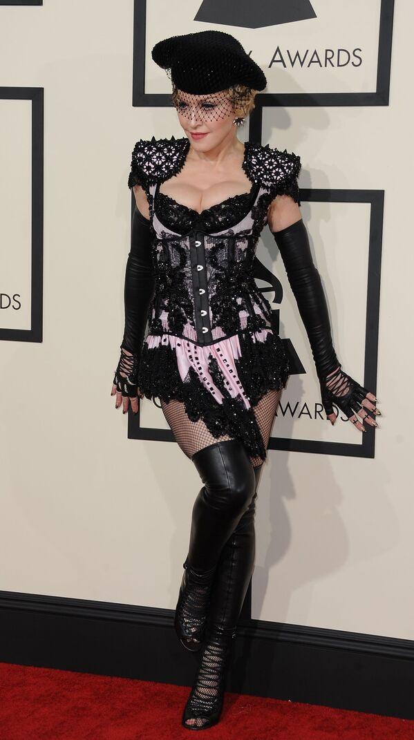 Madonna en la alfombra roja de los 57 Premios Grammy en Los Ángeles, febrero 2015 - Sputnik Mundo