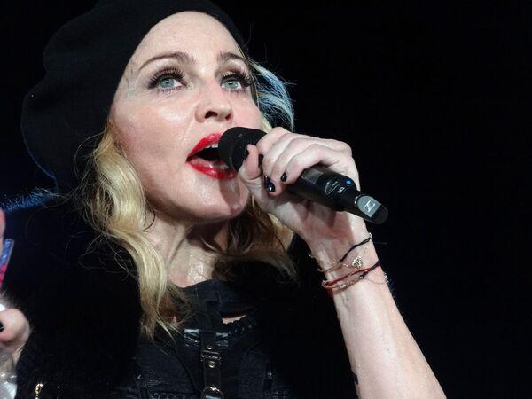 Madonna durante su concierto Nice en agosto de 2012 - Sputnik Mundo