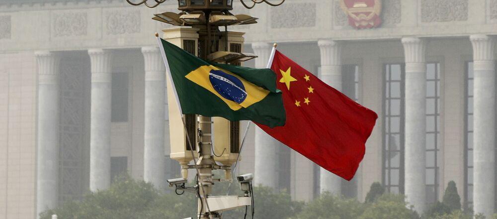 Banderas de Brasil y China