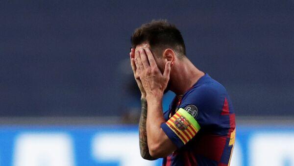 Liones Messi, futbolista argentino del FC Barcelona, lamenta la derrota de su equipo contra el Bayern de Múnich en la Liga de Campeones, el 14 de agosto de 2020 - Sputnik Mundo