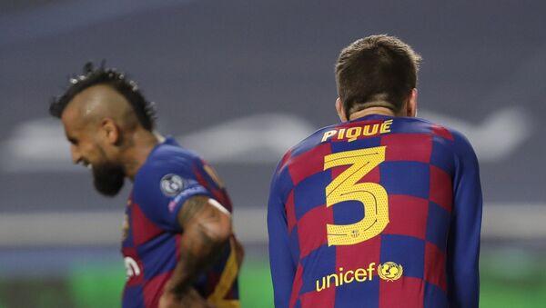 El defensa del FC Barcelona Gerard Piqué, dcha. - Sputnik Mundo