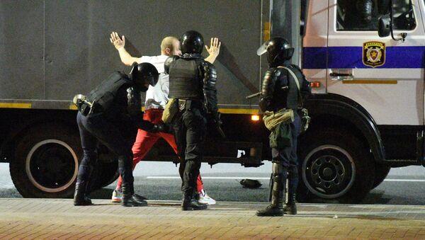 Arrestos durante las protestas postelectorales en Minsk - Sputnik Mundo