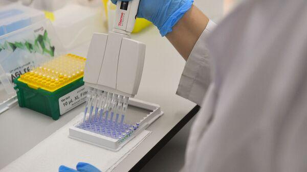 Desarollo de la vacuna rusa contra el COVID-19 - Sputnik Mundo