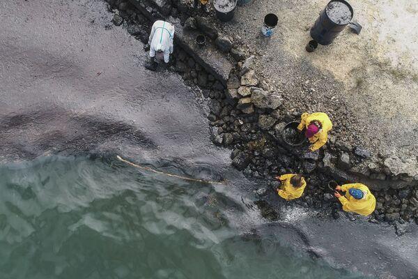 El desastroso derrame de petróleo en la costa de Mauricio, visto desde el aire   - Sputnik Mundo