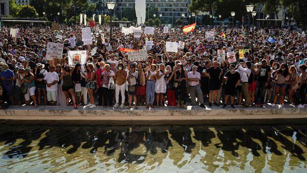 Protesta negacionistas del coronavirus en Madrid - Sputnik Mundo