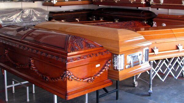 Ataúdes en funeraria - Sputnik Mundo