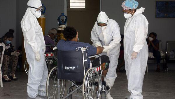 Un paciente en un hospital en República Dominicana - Sputnik Mundo