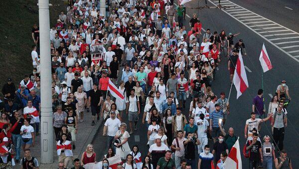 Manifestantes en Bielorrusia - Sputnik Mundo
