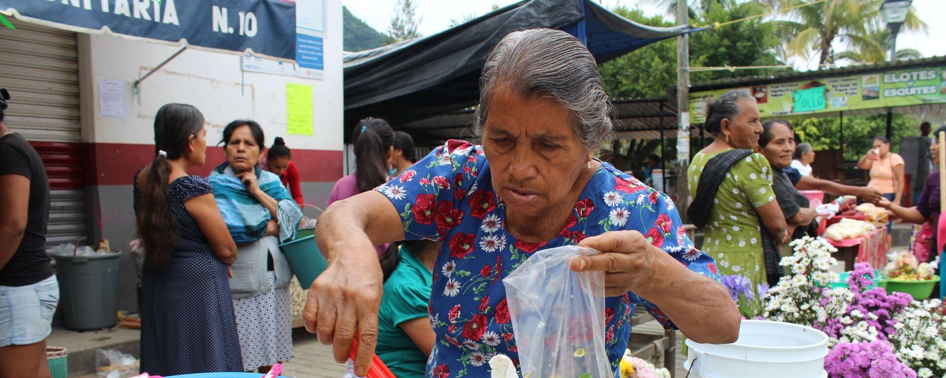 Una mujer de tercera edad en México (imagen referencial) - Sputnik Mundo, 1920, 01.03.2021