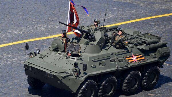 Un transporte blindado de personal BTR-82A participa del Desfile de la Victoria en Moscú (archivo) - Sputnik Mundo
