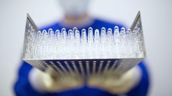 Producción de la vacuna contra el COVID-19 (imagen referencial) - Sputnik Mundo