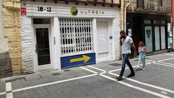 Una calle de Pamplona, en Navarra, con señales del Camino de Santiago - Sputnik Mundo