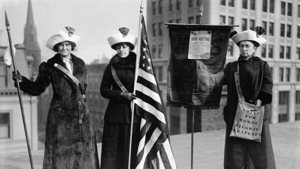 Foto de las sufragistas estadounidenses tomada entre 1910 y 1915  - Sputnik Mundo