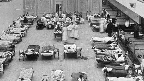 Un hospital repleto de enfermos en EEUU durante la gripe española de 1918 - Sputnik Mundo