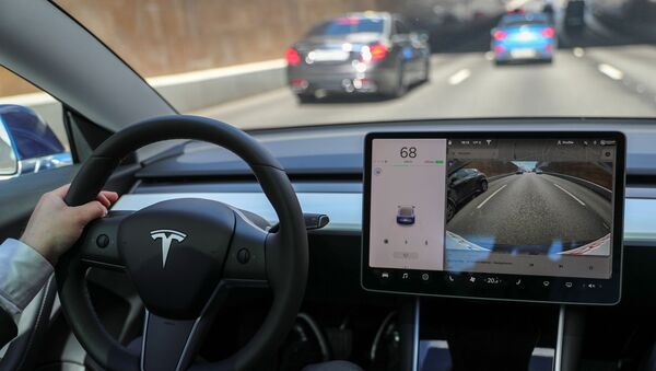 El interior de un vehículo eléctrico de Tesla - Sputnik Mundo