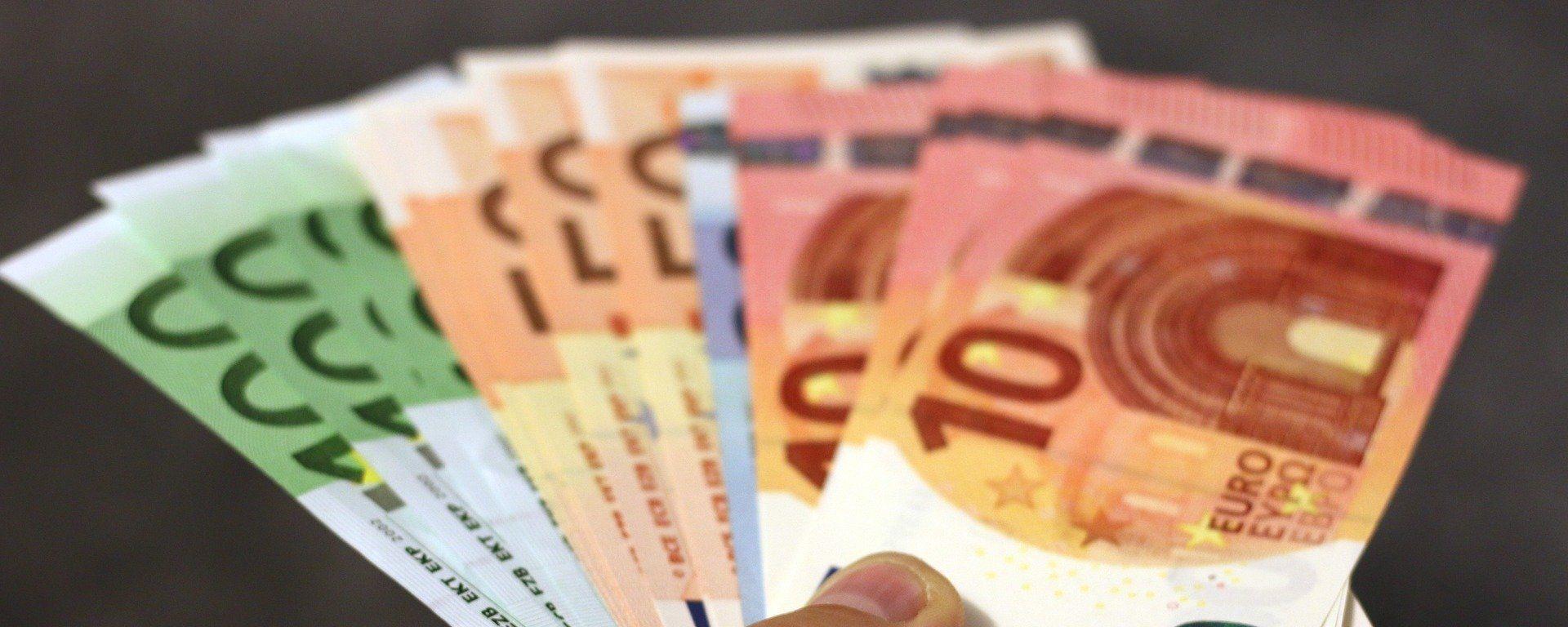Billetes de dinero en euros - Sputnik Mundo, 1920, 17.08.2021