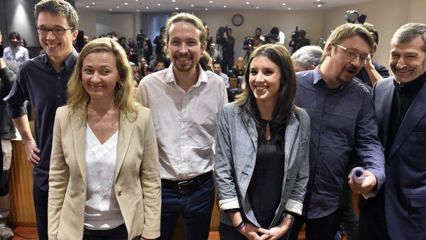 Victoria Rosell (primera a la izquierda) junto a otros líderes de Podemos - Sputnik Mundo
