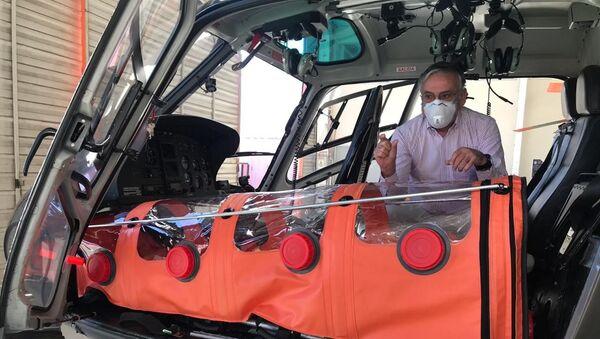 El helicóptero ambulancia para el traslado de pacientes con coronavirus - Sputnik Mundo