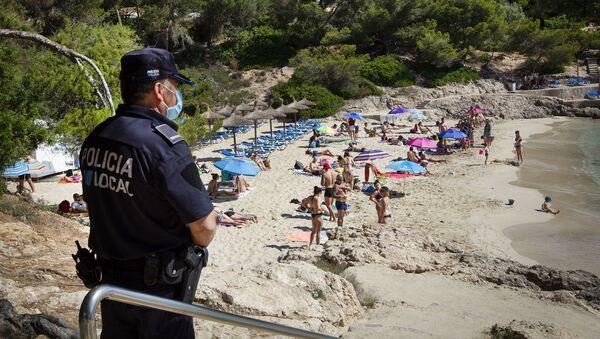 Policía vigilando las playas de Mallorca - Sputnik Mundo