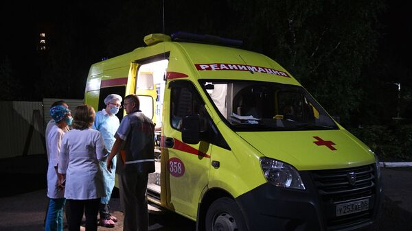 Una ambulancia cerca del hospital de Omsk - Sputnik Mundo