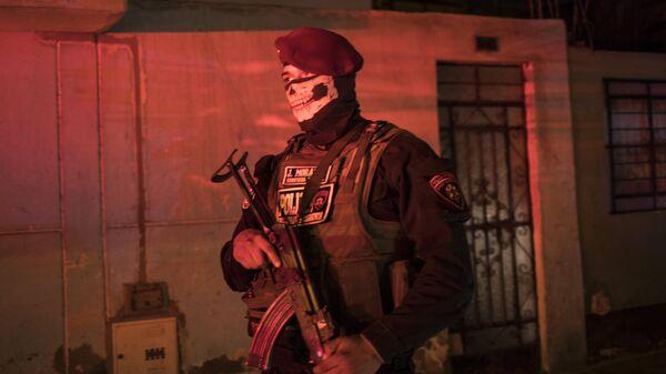 Un oficial de la Policía Nacional peruana - Sputnik Mundo