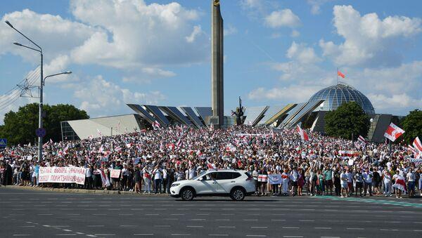 Protestas antigubernamentales cerca del monumento 'Minsk - Ciudad Heroica' - Sputnik Mundo