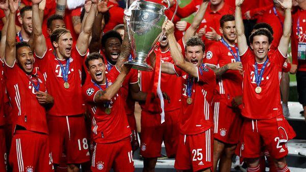 El Bayern de Múnich celebra su victoria en la final de la Liga de Campeones frente al PSG en Lisboa (Portugal), el 23 de agosto de 2020 - Sputnik Mundo